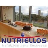 refeição corporativa em local de trabalho